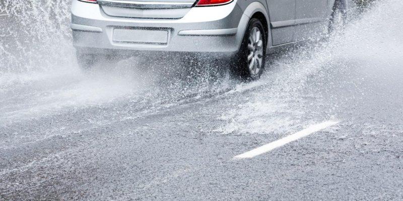 Consejos para conducir seguros con lluvia