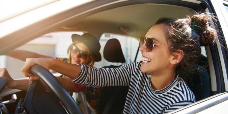 Se puede conducir un coche a nombre de otra persona